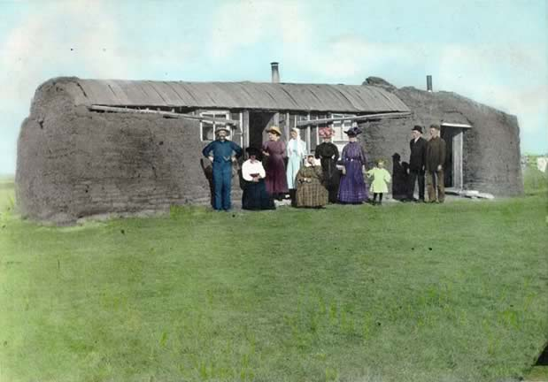 Photo:  Saskatchewan sod house – Wikipedia.  Public domain.